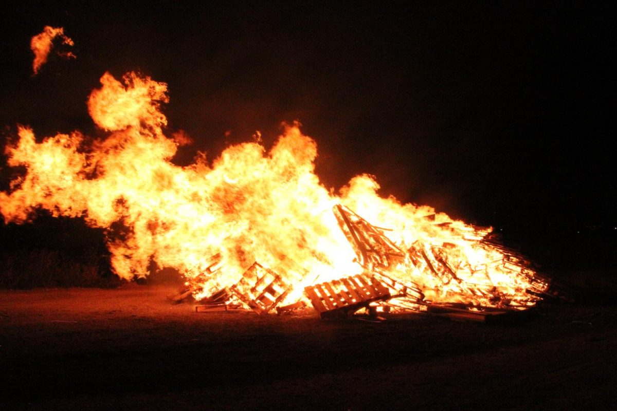 The homecoming bonfire burns as students gather excitedly during the kickoff of the 2017 Homecoming week.